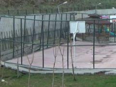 Heyelan, basketbol sahasını ortadan ikiye böldü