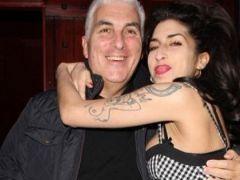 Mitch Winehouse: Amy'nin ruhu yanıma geliyor
